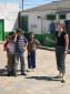 Tanja hilft Allan, die Kinder unter Kontrolle zu bringen